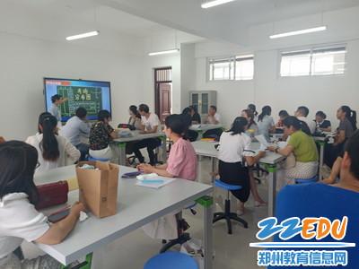 赛前,教研员李娟老师评选讲注意事项_调整大小
