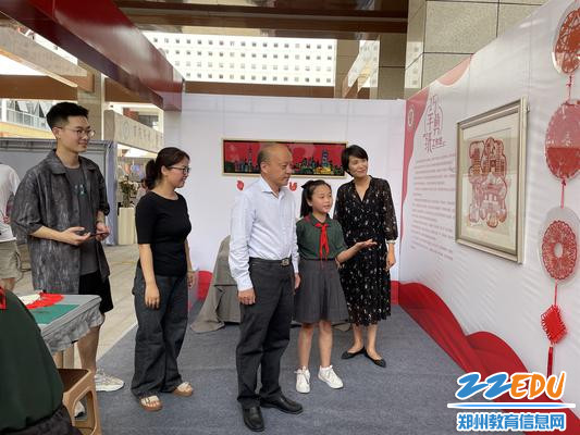 郑东新区教育文化体育局田国安局长参观艺术实践工作坊