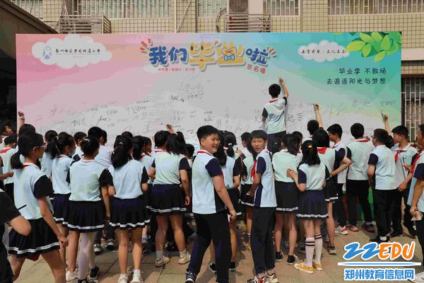 """把对母校的感恩和未来的期望写进""""心愿墙""""(1)"""