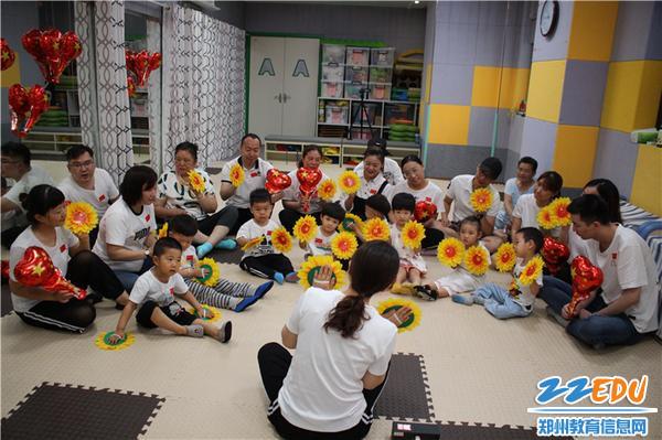 《【摩臣代理注册】童心向党,伴我成长!郑州市教工幼儿园亲子班娃娃毕业啦》