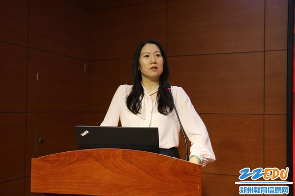 学校党委书记、校长易峰回顾一年来学校党建工作的发展和取得的成绩