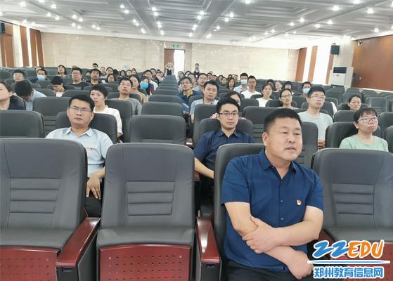 2,全体党员、教职工认真收听收看庆祝中国共产党成立100周年大会