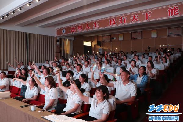 5学员们积极参与节目互动