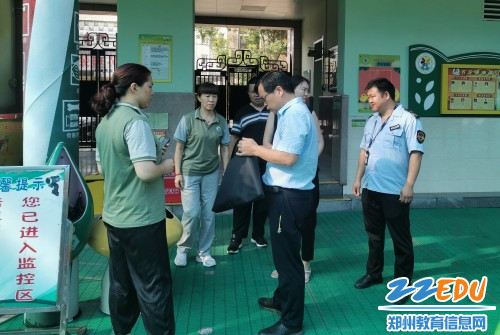 1中牟县幼儿园卫生保健工作评估小组来到百花路幼儿园_conew1
