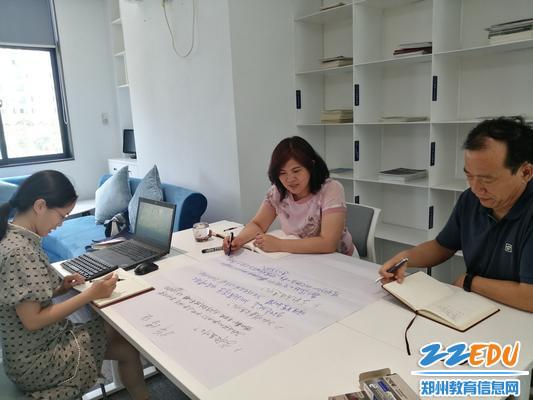 《【摩臣app注册】聚焦三年发展规划 郑州18中召开中层以上干部研讨会》