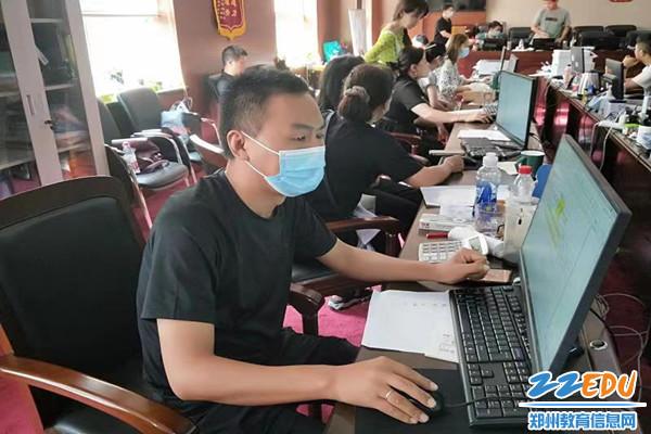 """《【摩臣账号注册】听!郑州教育人再次吹响疫情防控""""集结号"""" 助力守护美好家园》"""