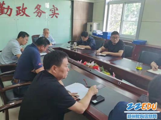 《【摩臣在线登陆注册】郑州三中召开疫情防控和复学准备工作会》