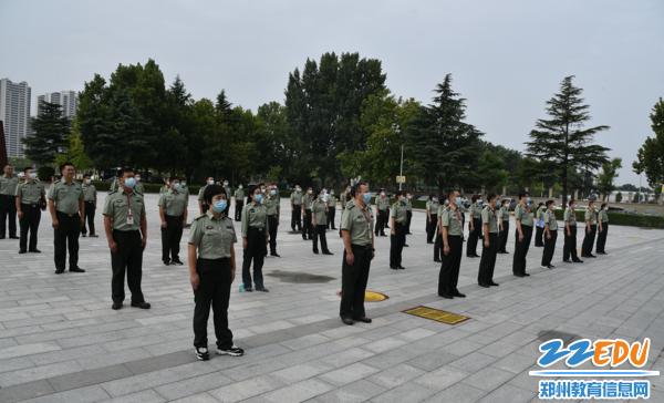《【摩臣在线登陆注册】郑州市国防科技学校启动线上开学典礼暨升旗仪式》