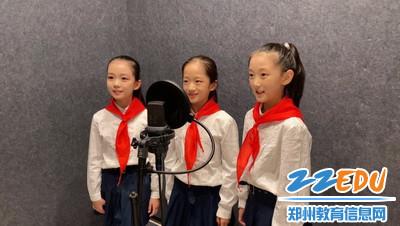 8.惠济区艺术小学学生温情献歌《老师》_调整大小