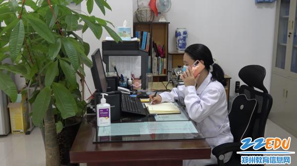 """《【摩臣登陆注册】郑州18中积极开展""""一校一院""""应急演练》"""