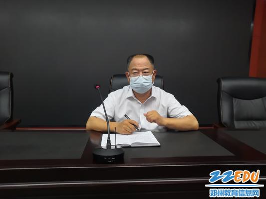 党总支书记楚锦鹏发言