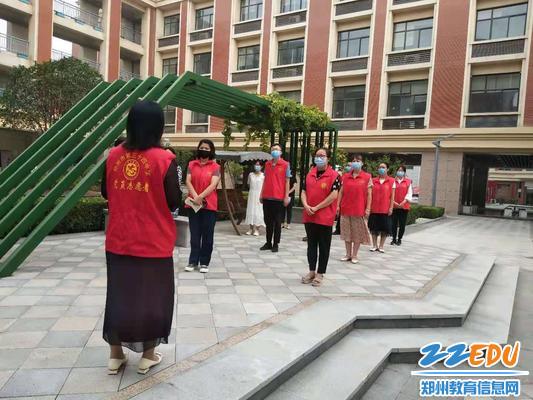 9副校长王远荣对应急演练进行总结