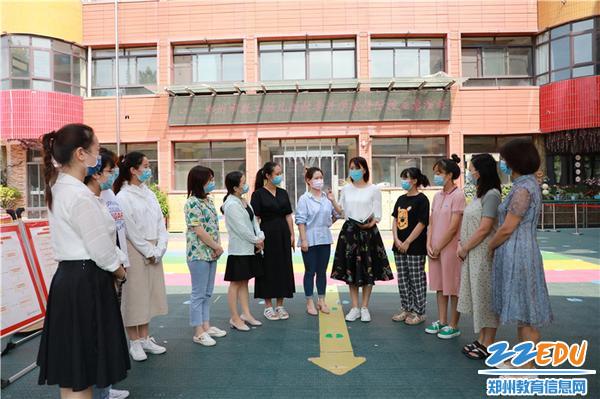 2市教工幼儿园保教主任王向青明确演练流程、细化分工