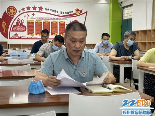 学校党委书记、校长朱红军做为普通党员参加组织生活会