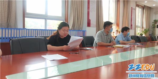 第三支部党员刘晓岚同志开展批评和自我批评