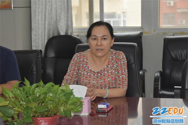 2.党总支书记、校长于红莲对毕业生们寄予殷切厚望