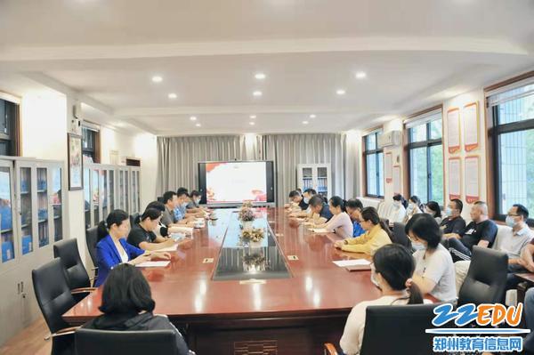 郑州市扶轮外国语高级中学召开党史学习教育专题组织生活会