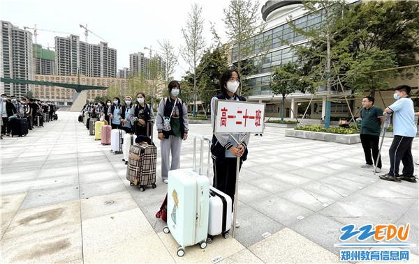 1.新疆高中班学生平安返校