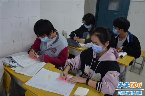 学子们写下高中生活的期望