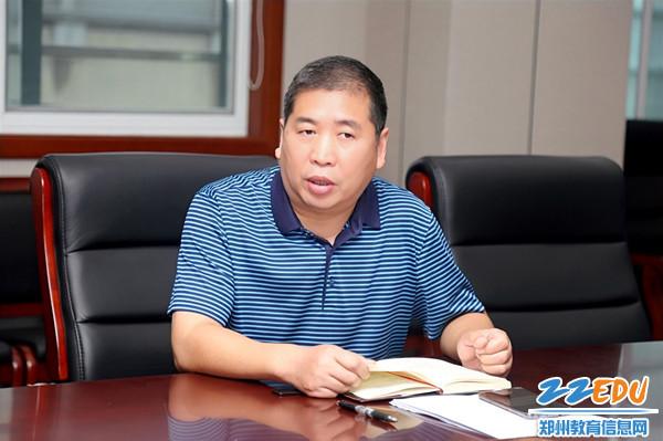 2副校长李伏庆布置双节期间安全工作_副本