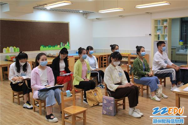 7候考室考生安静候考