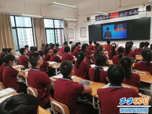 高二1班赵艺豪同学线上进行演讲