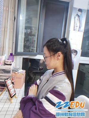 学前教育部学生在家进行线上学习