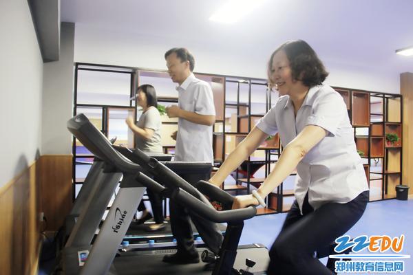 老师们迫不及待尝试锻炼