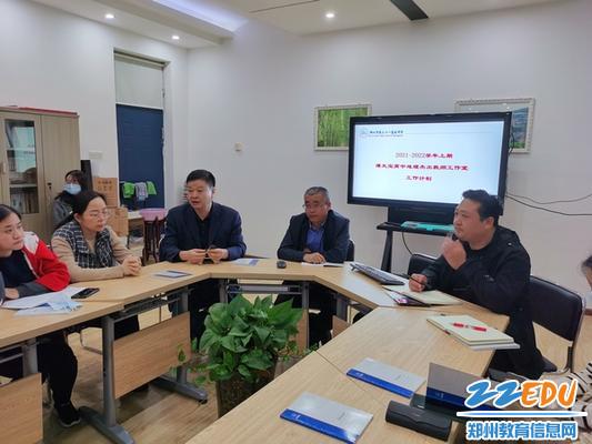 李志刚副校长对青年教师提出殷切希望