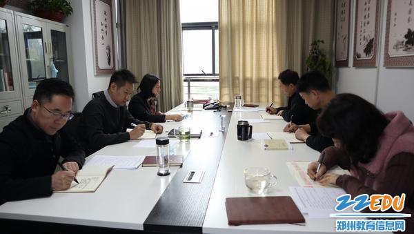 市教科所理论学习中心组学习现场