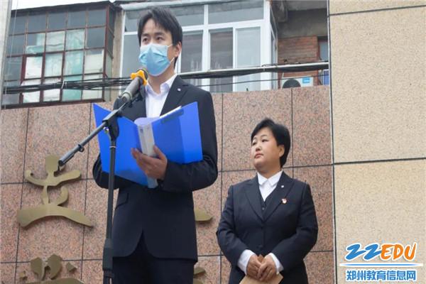 3青年教师代表来卫航为学生送出寄语