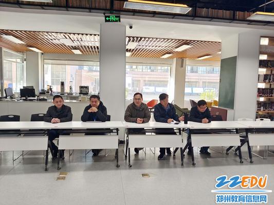 2学校党总支书记、校长徐会铃向离退休老教师表示慰问