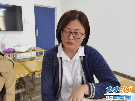 教研组长侯锦娟老师发言