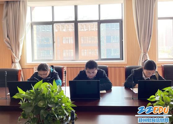 团委书记闫山林发言