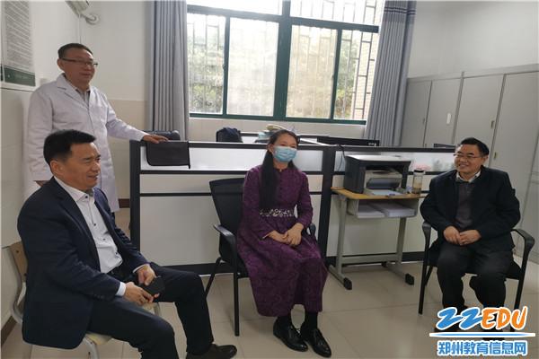 4郑州11中校长郭勤学和教研员交流活动开展情况