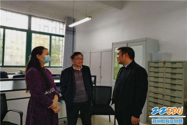 5郑州11中副校长弋松伟与教研员交流情况