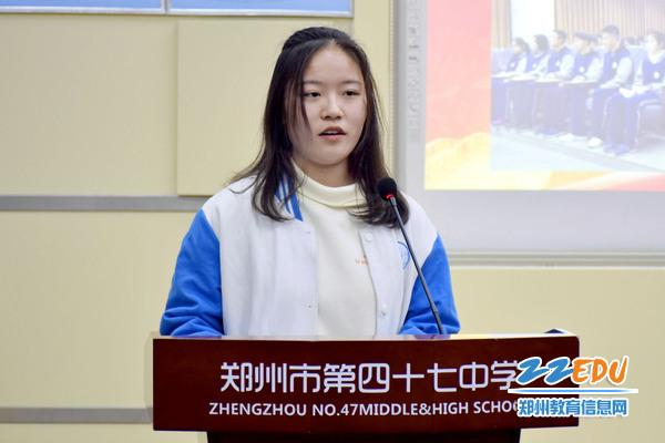 团委副书记刘佳宝同学介绍本期党校培训情况