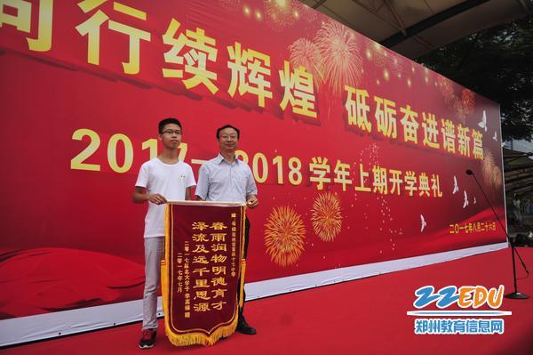 以裸分671分考入北京大学的李高楠同学