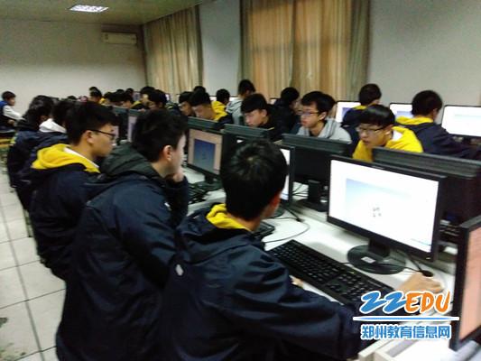 1郑州二中学子在世界中小学电脑建造勾当中再创佳绩_副本