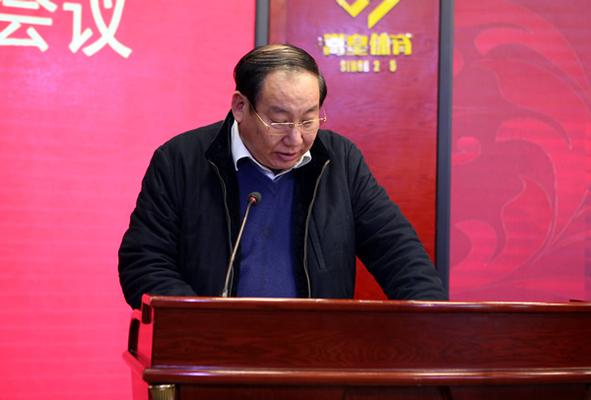 市教育局副局长张大龙宣读《郑州市教育局关于表彰2017年郑州市中小学校责任督学挂牌督导工作先进集体和先进个人的决定》