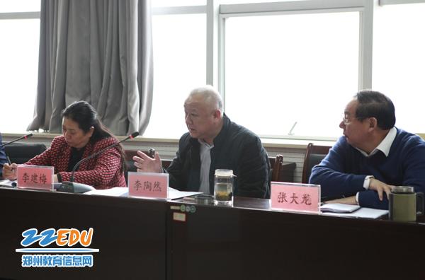 市教育局党组书记、局长李陶然讲话