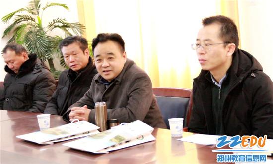 高新区教体局田鸿鹏局长与支教老师进行交流座谈