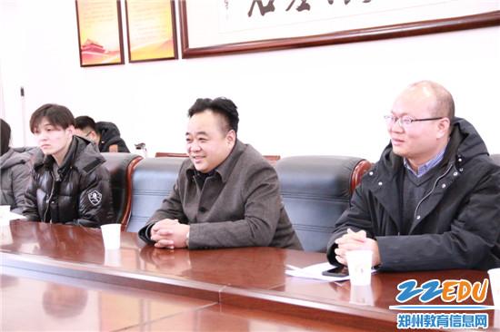 高新区教体局局长田鸿鹏对加拿大客人表示欢迎