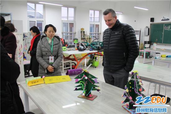 参观高新区外国语小学
