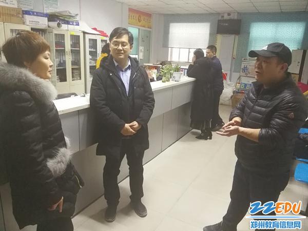 04-常玉霞书记与社区领导讨论下一步的结对共建工作