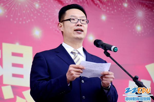 教师代表赵家良老师进行发言