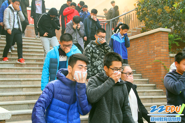 学生有序疏散