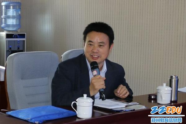 郑州市教科所主任胡远明莅临指导