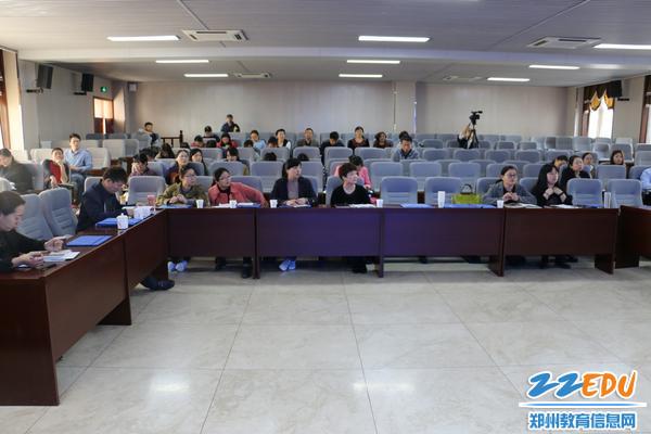 """来自郑州市多所学校的、教育科学重点课题""""综合性研究共同体""""十个课题组负责人参加"""