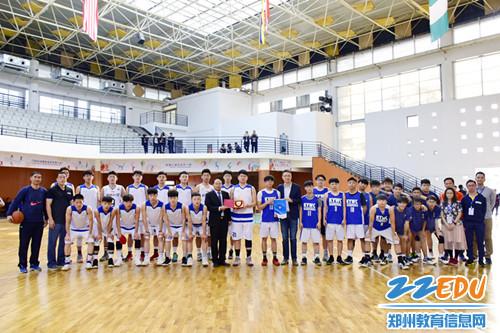 8、两校举行篮球友谊赛